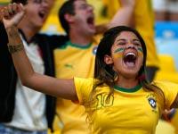 אוהדת נבחרת ברזיל במונדיאל / צילום: רויטרס
