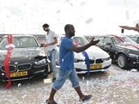 """5 עובדים מצטיינים קיבלו בהפתעה רכבי BMW / צילום: אלעד ירקון, יח""""צ יוקום תקשורת"""