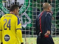 דניאל בר נתן שולף אדום, ליגת העל בכדורגל / צלם: ערן לוף