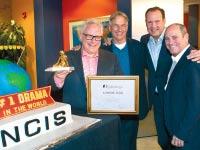 גלסברג עם הצוות של  NCIS / צילום: יחצ