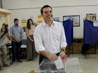 ראש ממשלת יוון לשעבר אלכסיס ציפראס בקלפי/ צילום: רויטרס