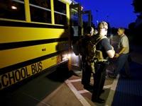 אוטובוס שהובא כדי לפנות את משתתפי הכנס / צילום: רויטרס