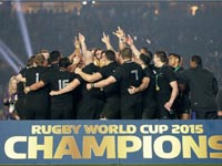 נבחרת ניו זילנד חוגגת זכייה באליפות העולם בראגבי 2015 / צלם: רויטרס