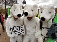 מפגינים בוועידת האקלים בפריז /  צילום: רויטרס