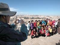 קבוצת תיירים מדרום קוריאה בירושלים / צילום: רויטרס