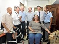 אהוד רצאבי, אבי ניסנקורן וצביקה אורן, לצד נציגי ארגוני הנכים / צילום: דובר ההסתדרות