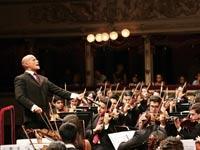 דיטריך פארדס עם תזמורת הנוער של קראקס / צילום: יחצ