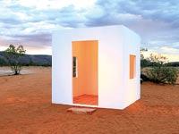 """""""קוביה לבנה באוסטרליה"""", עבודה של דפנה ילון  ב""""מוסללה"""" / צילום: דפנה ילון"""