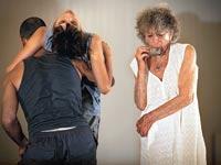 אנה הלפרין עם רקדני הלהקה: באדיבות להקת ורטיגו
