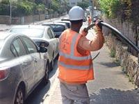עובד חברת חשמל / צילום: איל יצהר