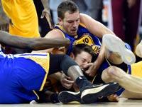 גולדן סטייט מול קליבלנד קאבלירס במשחק 3 בסדרת גמר ה- / NBAצלם: רויטרס