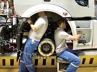 עובדים בתעשיית הרכב בטורקיה / צילום: בלומברג