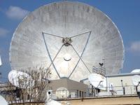 צלחות לוויין של אר.אר מדיה / צילום: איל יצהר