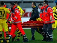 שחקן כדורגל פצוע מפונה מהמגרש / צלם: רויטרס
