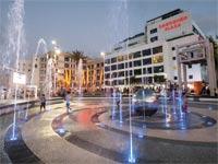 מלון לאונרדו ומזרקת האורות / צילום: יחצ