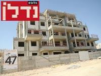 דירות של חברת באמונה, בבנייה בחריש / צילום: איל יצהר