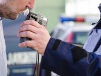 עצירה לבדיקת אלכוהול / צילום:  Shutterstock/ א.ס.א.פ קרייטיב