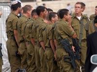 חיילים במדים/ צילום:  Shutterstock/ א.ס.א.פ קרייטיב