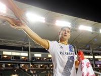 סטיבן ג'רארד עם אוהדים ב-MLS / צלם: רויטרס