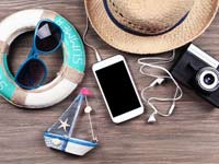 טסים לחופשה: כובע, מצב רוח טוב והסמארטפון שלכם/קרדיט: :  Shutterstock/ א.ס.א.פ קרייטיב