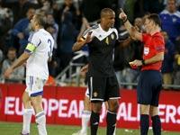 וינסנט קומפאני מורחק, נבחרת ישראל מול בלגיה, מוקדמות יורו 2016 / צלם: רויטרס