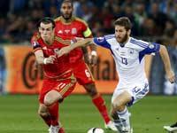 שרן ייני מול גארת בייל, נבחרת ישראל מול וויילס, מוקדמות יורו 2016 / צלם: רויטרס