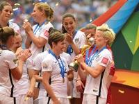 """נבחרת הנשים של ארה""""ב חוגגת זכייה במונדיאל 2015 / צלם: רויטרס"""