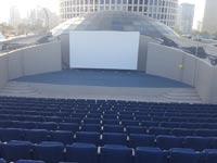 """קולנוע פופ-אפ באמפיתיאטרון הממוקם על גג קניון עזריאלי בת""""א/ צילום: יחצ"""