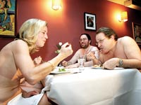 """מסעדת נודיסטים בניו יורק. """"הרעיון הוא להרגיש חופש אמיתי"""" / צילום: רויטרס"""