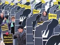 הפגנה נגד זיהום מתחנות כוח / צילום: רויטרס