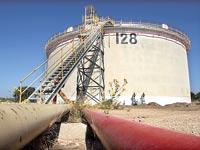 מיכל נפט במפרץ חיפה. תקני בטיחות עדכניים / צילום: חגי אהרון
