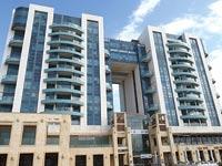 בניין הדירות במרינה בהרצליה / צילום: איל יצהר