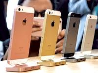 """האייפון החדש מדגם SE. """"המון לקוחות ביקשו מכשיר כזה"""" / צילום: רויטרס"""