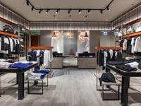 חנות ארמני אקסצ'יינג בקניון רמת אביב / צילום: שוקה כהן
