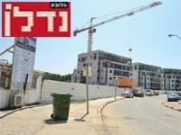הפרויקטים הנבנים והמגרש הריק בשכונת המשתלה, השבוע / צילום: תמר מצפי