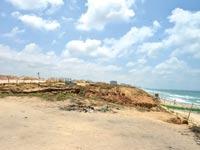 חוף התכלת בהרצליה ואזהרות העיריות / צילום: תמר מצפי