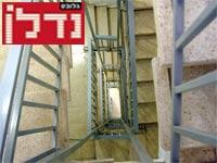 חדר מדרגות / צילום: איל פישר