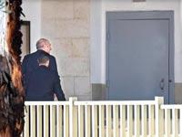 """אולמרט נכנס לכלא, היום. הצהיר כי """"אין אדם העומד מעל החוק""""  / צילום: צילום: ראובן קסטרו, וואלה! NEWS"""