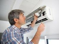 טכנאי מזגנים/ צילום:  Shutterstock/ א.ס.א.פ קרייטיב