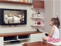 ילדים צופים בטלוויזיה /צילום:  Shutterstock/ א.ס.א.פ קרייטיב