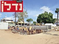 בניית כיכר / צילום: תמר מצפי