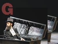 גלעד קלטר בתפקיד הרצל / צילום: רדי רובינשטיין