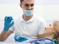 כיצד לתחזק שתלי שיניים לאורך זמן בצורה מיטבית?