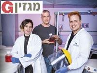 פרופ' אורי אלון (במרכז), עם תלמידיו ענת צימר ואיתי קציר / צילום: ענבל מרמרי