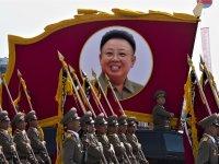 חיילים במצעד צבאי בצפון קוריאה / צילום: שאטרסטוק, א.ס.א.פ קריאייטיב