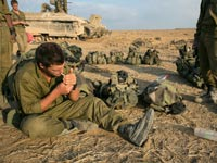 חייל מעשן/ צילום: רויטרס Baz Ratner