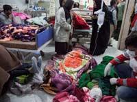 תושבים באיראן מקבלים טיפול רפואי אחרי רעידת האדמה / צילום: רויטרס