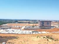 עבודות הבנייה שהוקפאו להקמת הקמפוס של טבע ברעננה / צילום: אלון רון