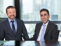 עורך הדין אלון אברהמוב ועורך הדין אלון סמואל/ צילום: יגאל עמר