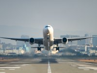 מטוס ממריא / צילום אילוסטרציה: שאטרסטוק, א.ס.א.פ קריאייטיב